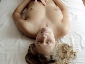 Sexy Orgasm Face On The Solo Masturbating Girl